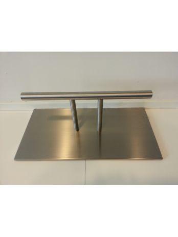 Freestanding footrest on base plate